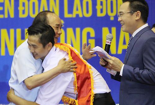 Thủ tướng Nguyễn Xuân Phúc nói chuyện với 3.000 công nhân 3