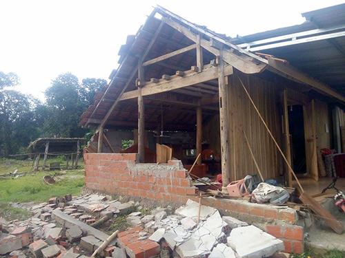 Lốc xoáy tốc mái 500 nhà, làm nhiều người bị thương ở Hà Tĩnh 2