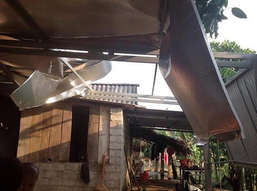 Lốc xoáy tốc mái 500 nhà, làm nhiều người bị thương ở Hà Tĩnh 1