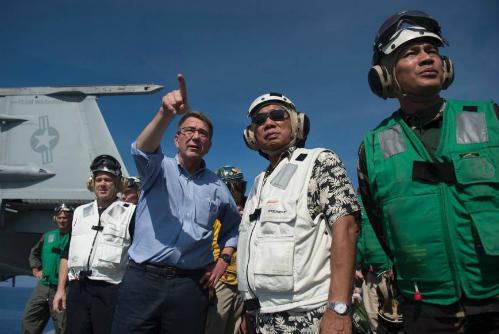 Trung Quốc cấm cửa tàu sân bay Mỹ, Biển Đông thêm dậy sóng 2
