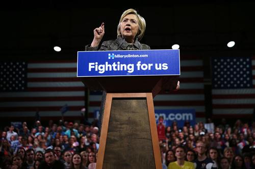 Chiến lược của bà Clinton khắc chế miệng lưỡi Donald Trump 3