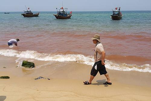 Vệt nước ở Quảng Bình KHÔNG PHẢI THỦY TRIỀU ĐỎ - www.TAICHINH2A.COM
