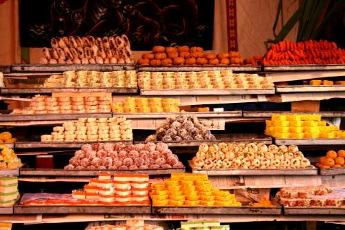 Một tiệm kẹo truyền thống ở Pakistan. Ảnh: Wikipedia