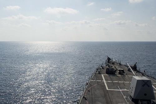 Khu trục hạm Mỹ tuần tra Biển Đông