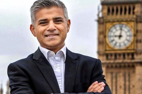 Sadiq Khan làm nên lịch sử khi trở thành thị trưởng đầu tiên theo đạo Hồi của London, thủ đô Anh. Ảnh: