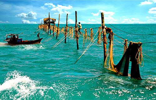 Cược mạng sống với nghề đóng đáy giữa biển
