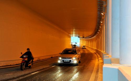 Những lỗi đèn pha tài xế Việt dễ bị thổi phạt 6