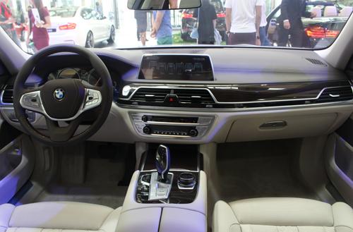 BMW 750Li giá 6,45 tỷ tại Việt Nam 2