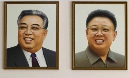 Vì sao ông Kim Jong-un mặc vest trong đại hội đảng 2