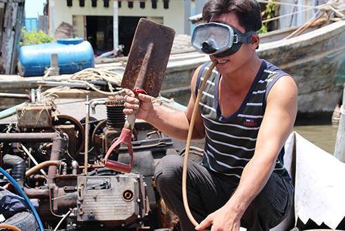 Hiểm nguy với nghề lặn biển cạo vỏ tàu 1