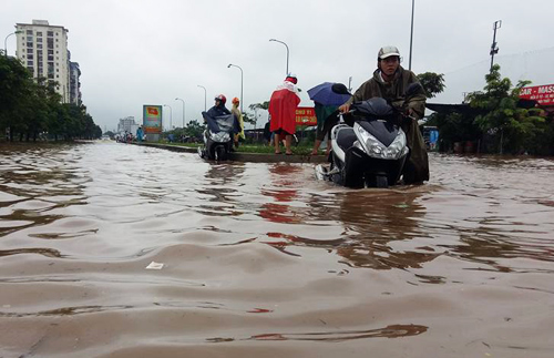 Hà Nội đón mưa lớn, cảnh báo úng ngập 1