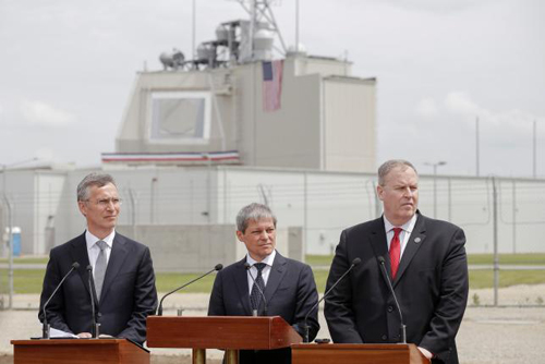 [Caption]NATO Secretary General Jens Stoltenberg (L), Romanian Prime Minister Dacian Ciolos and U.S. Deputy Secretary of Defense Robert Work (R) take part in an official inauguration ceremony at Deveselu air base, Romania, May 12, 2016. Inquam Photos/Octav Ganea/via