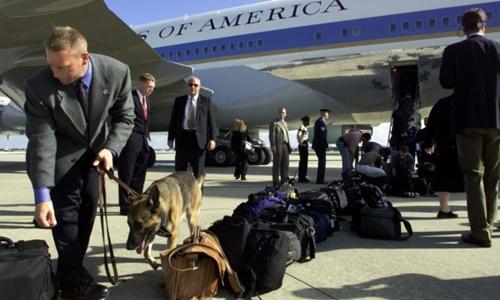 Đội cảnh khuyển hộ tống tổng thống Mỹ ở nước ngoài 1
