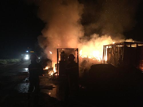 Nhà máy thép nghìn tỷ bỏ hoang bốc cháy trong đêm 1