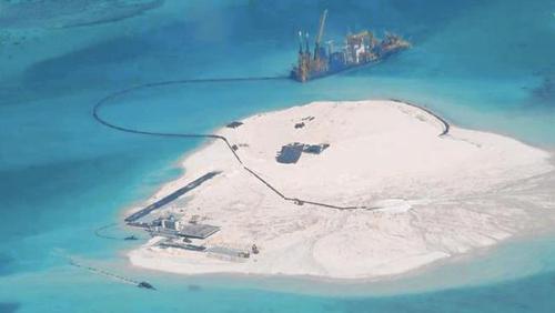 Hình ảnh Trung Quốc cải tạo phi pháp bãi đá thành đảo nhân tạo năm 2014. Ảnh: LATImes