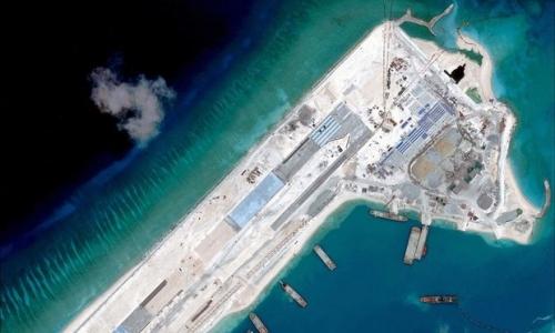 Hoạt động bồi đắp đảo nhân tạo, xây đường băng phi pháp của Trung Quốc ở quần đảo Trường Sa của Việt Nam. Ảnh: