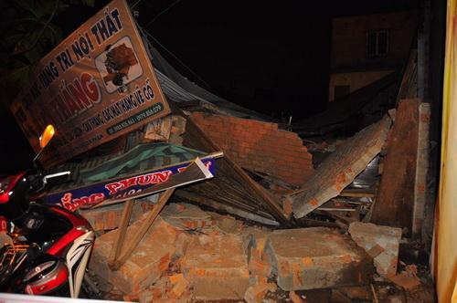 Lũ đánh sập nhà, uy hiếp cầu huyết mạch ở Biên Hòa 1