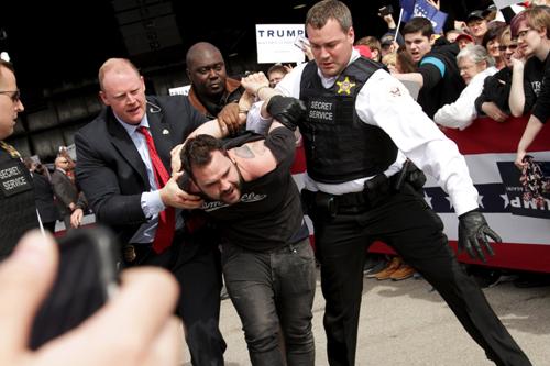 Cách mật vụ bảo vệ Obama vạch mặt nghi phạm tấn công 2