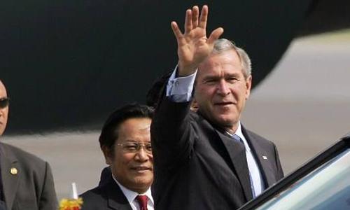 Lần 'phá rào' an ninh của tổng thống Bush khi thăm Việt Nam