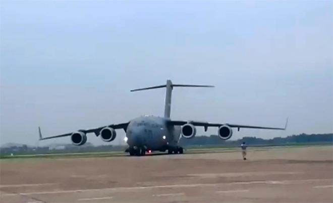 Trực thăng hộ tống Tổng thống Mỹ Obama chạy thử ở Nội Bài - ảnh 1
