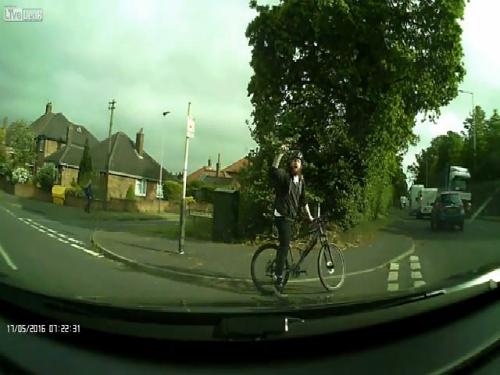 Dàn cảnh va chạm giao thông để cướp ôtô 4