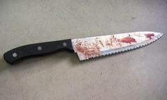 Bố đẻ bị con trai tấn công bằng 25 nhát nhát dao