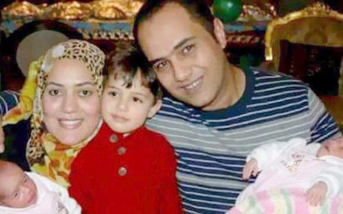 Vợ chồngAhmed Ashery và Reham cùng 3 con nhỏ. Ảnh:Telegraph