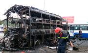 Ba ôtô đâm nhau cháy rụi, 12 người chết