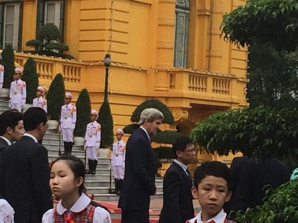 Ngoại trưởng Mỹ John Kerry đến Phủ Chủ tịch. Ảnh: Việt Anh.