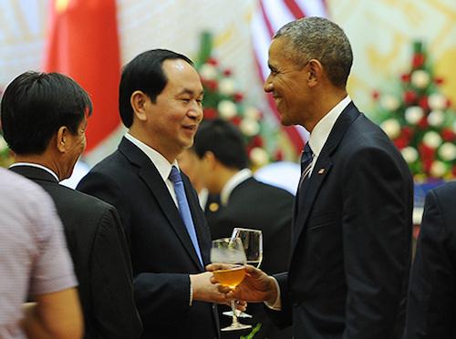 Tổng thống Mỹ thích thú nghe đàn bầu trong tiệc chiêu đãi 1