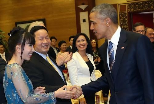 Tổng thống Mỹ thích thú nghe đàn bầu trong tiệc chiêu đãi 3