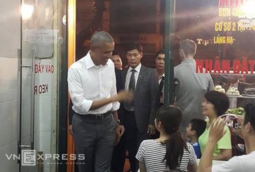 Ông Obama mua 4 suất bún chả mang về 1