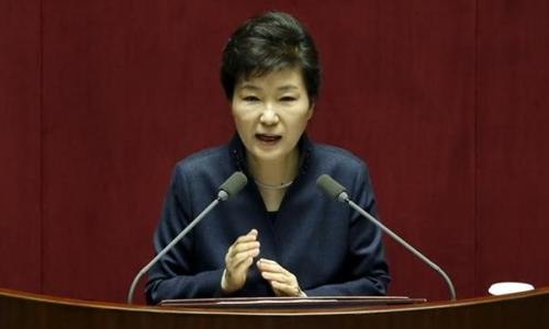Nữ Tổng thống Hàn Quốc Park Geun-hye từng tuyên bố Triều Tiên sẽ phải gánh chịu mọi hậu quả do thử tên lửa đạn đạo tầm xa. Ảnh: Reuters