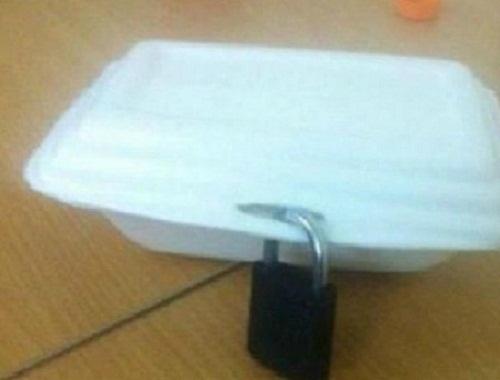 Mất ổ khóa, mất cả hộp cơm.