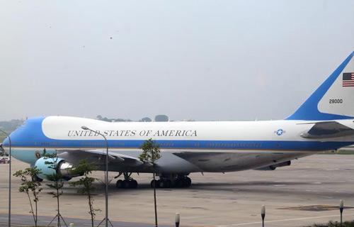Tổng thống Mỹ rời Hà Nội muộn hơn lịch trình 1