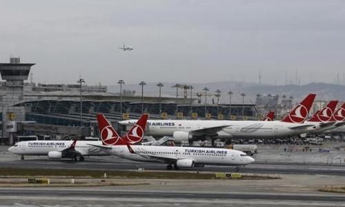 Các phi cơ của hãng hàng không Turkish Airlines hồi tháng hai đậu tại sân bay Ataturk. Ảnh: Reuters
