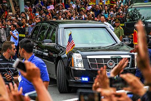 Limousine tổng thống Mỹ cuốn hút trên phố Sài Gòn 1