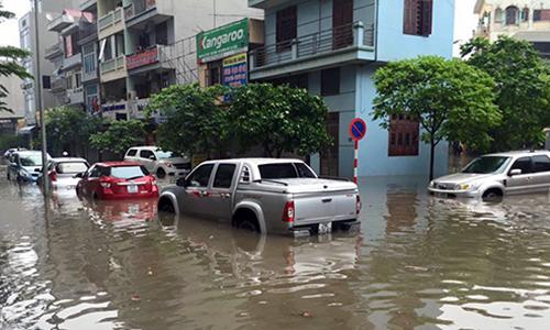 Người Việt đang lái xe sai cách khi bị ngập nước 6