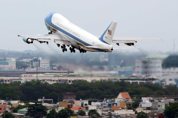 Chuyên cơ Air Force One chở Tổng thống Barack Obama cất cánh. Ảnh: Đức Đồng