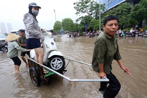 Người Việt đang lái xe sai cách khi bị ngập nước 2
