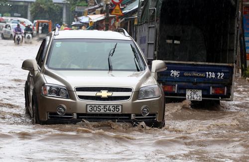 Người Việt đang lái xe sai cách khi bị ngập nước 7