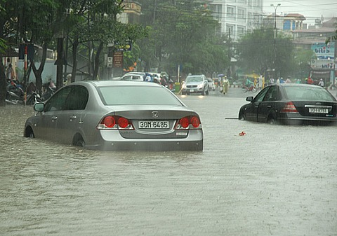 Người Việt đang lái xe sai cách khi bị ngập nước 9