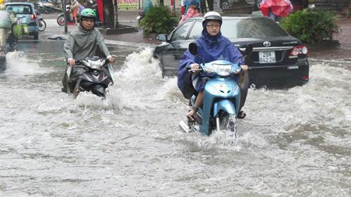 Người Việt đang lái xe sai cách khi bị ngập nước 1