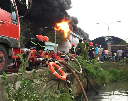 Cháy Công ty nệm Vạn Thành ven Sài Gòn 2