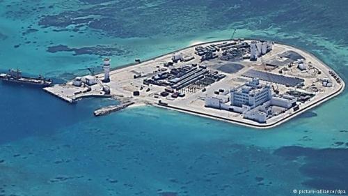 Trung Quốc cải tạo trái phép đá thành đảo nhân tạo tại quần đảo Trường Sa của Việt Nam.