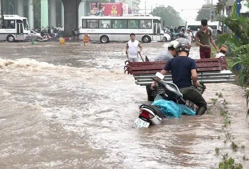 Vì sao Hà Nội mưa to là ngập sâu 1