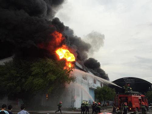 Cháy Công ty nệm Vạn Thành ven Sài Gòn 1