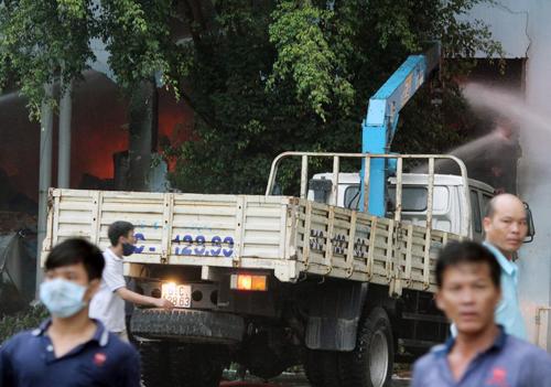 Cháy Công ty nệm Vạn Thành ven Sài Gòn 3
