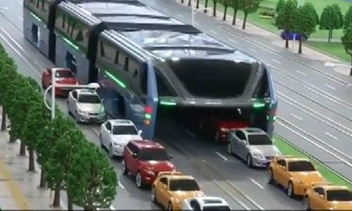 Siêu xe buýt bất chấp mọi đường tắc 1