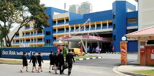 hoc-bong-den-60-hoc-phi-du-hoc-singapore-1